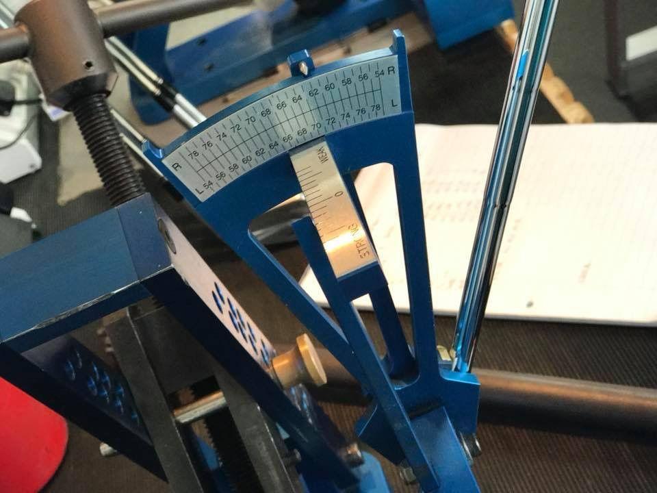 Værktøjet til at justere loft- og lie-vinkler